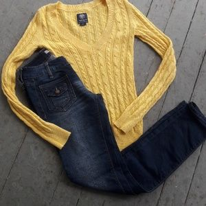 American Eagle - Yellow v neck sweater